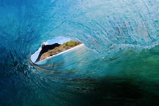 파도의 숨막히는 경치-서핑의 개념 무료 사진