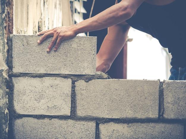 Brick builders are building walls Premium Photo