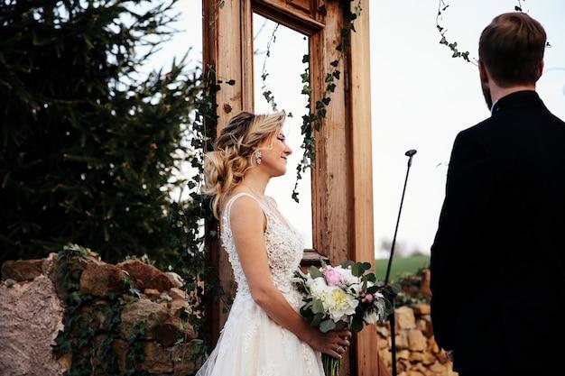 新郎新婦が結婚式に 無料写真