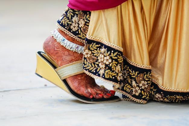 Bride foot , indian wedding Premium Photo