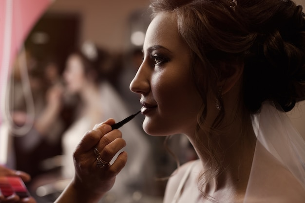 The bride at a gathering on the day of the wedding, the work of a stylist, makeup Premium Photo