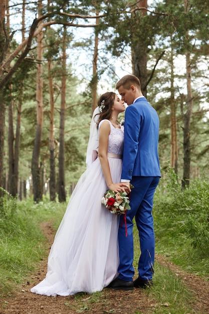 Bride and groom hug and kiss at the wedding Premium Photo