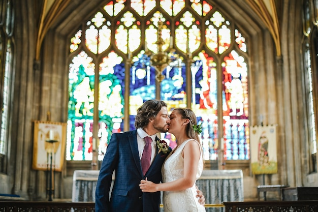 Bride and groom kissing at the altar Premium Photo
