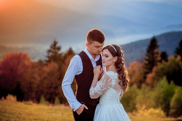 Bride and groom at sunset romantic married couple Premium Photo
