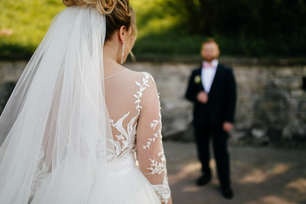 The bride and groom walk Free Photo