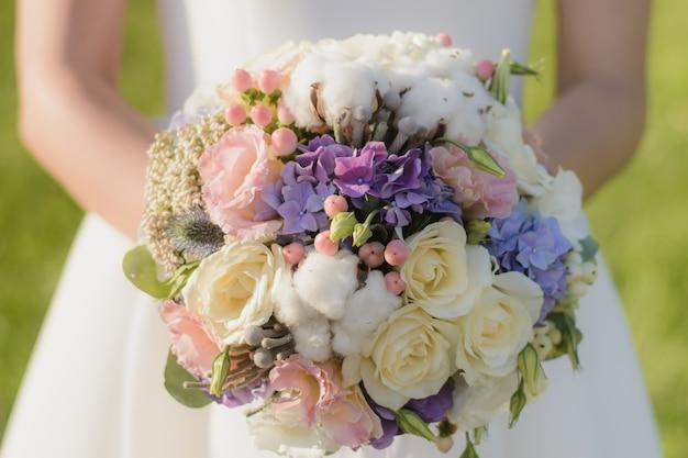 Bride holding beautiful wedding bouquet in hands Premium Photo