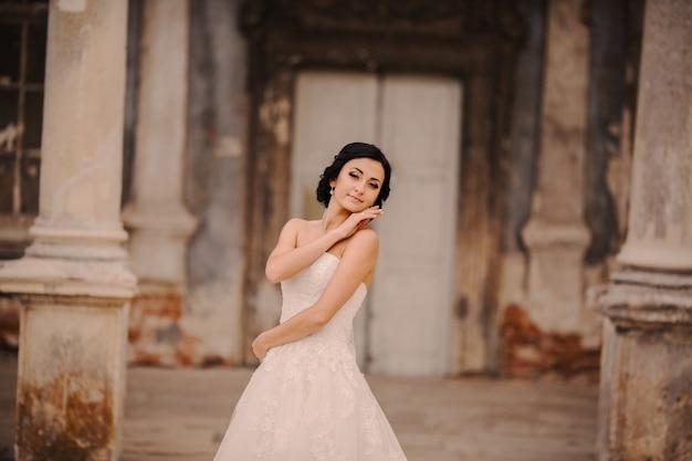 Between bride the