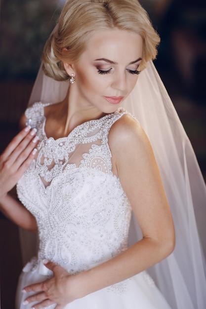 Bride posing Free Photo