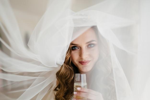 Bride's morning. fine art wedding. happy bride Free Photo
