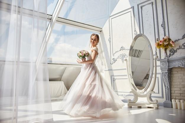 Bride in wedding dress with flowers Premium Photo