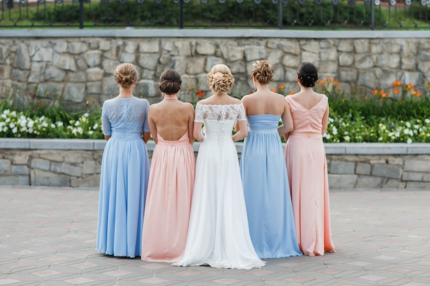 The bride with her friends Premium Photo