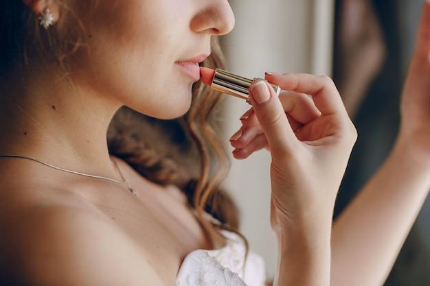 Bride with lipstick Free Photo