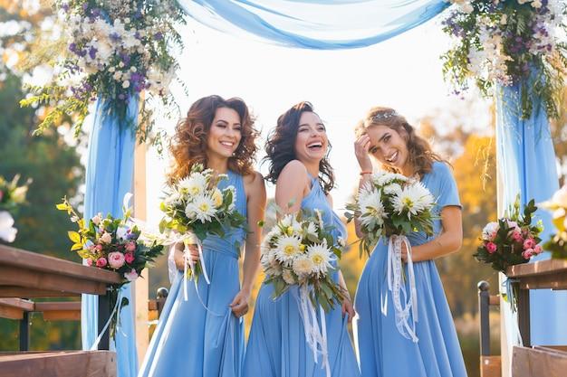 Bridesmaids in park Premium Photo