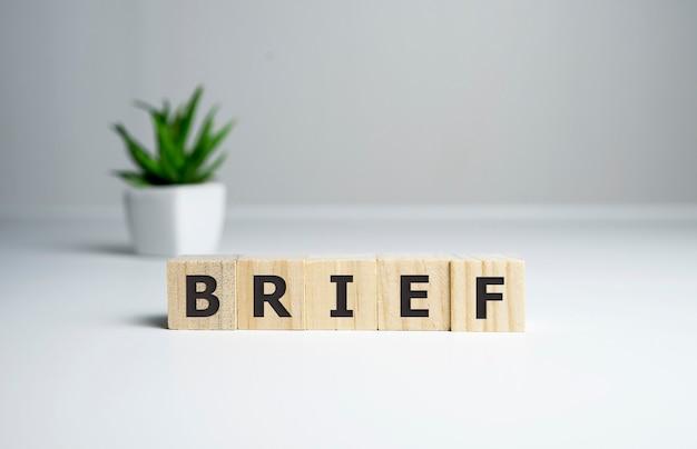 木製の立方体に関する簡単な言葉 Premium写真
