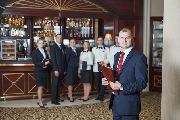 Briefing staff in hotel and restaurant. Premium Photo