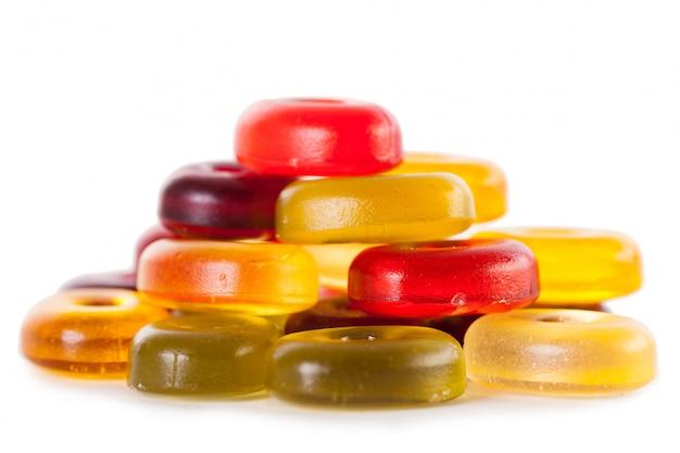 Яркие конфеты, изолированные на белом Бесплатные Фотографии