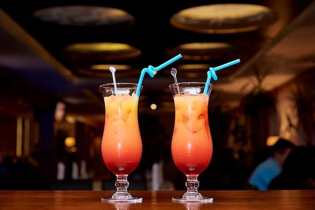 Bright cold cocktails on a dark background of the restaurant. Premium Photo