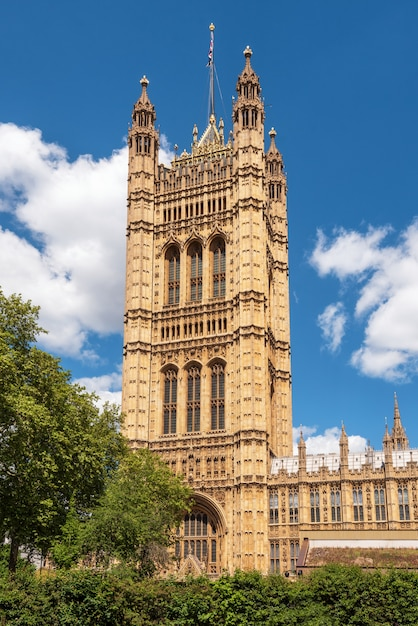 British parliament building westminster in london uk on a brilliant sunny day and a blue sky. Premium Photo