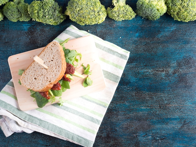 Broccoli with sandwich on table  Free Photo