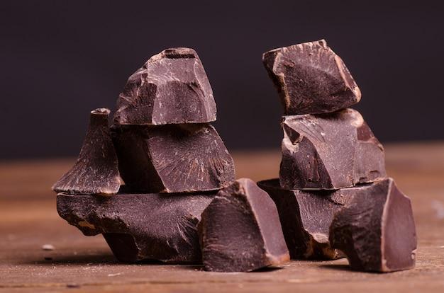 Broken chocolate pieces Premium Photo