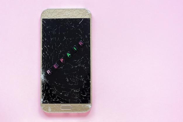 Broken cracks mobile phone and text repair Premium Photo