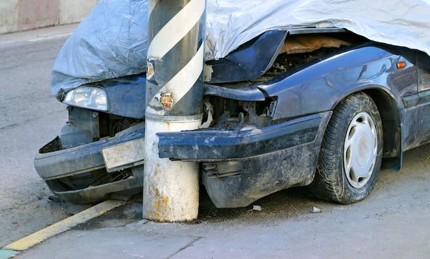 Broken crashed car Premium Photo