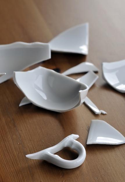 Broken cup Premium Photo