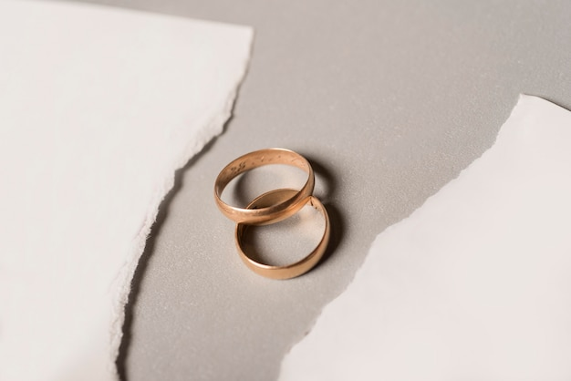 Broken paper with golden wedding rings Premium Photo