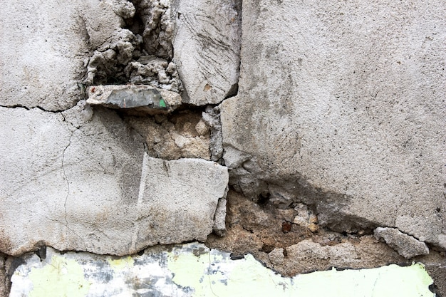 Broken wall Free Photo
