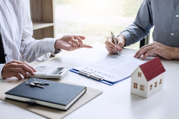 Broker agent presenting and consult to customer to decision making sign insurance form agreement Premium Photo