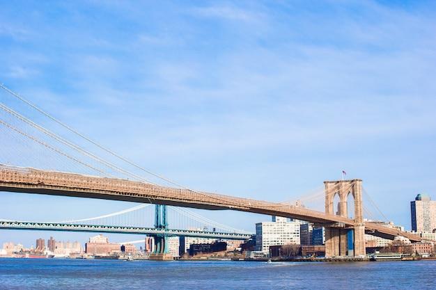 Brooklyn bridge over east river viewed from new york city Premium Photo