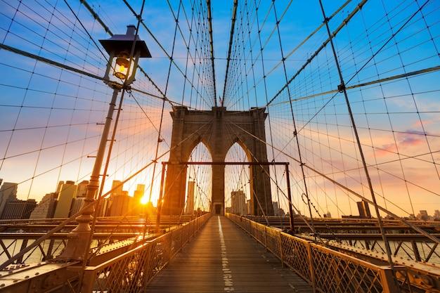 Brooklyn bridge sunset new york manhattan Premium Photo