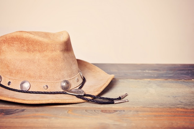Brown cowboy hat on a wooden table Premium Photo