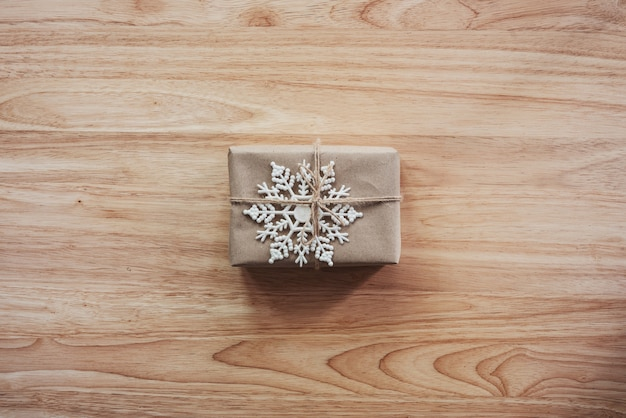 Above brown gift and christmas decoration on wooden background Premium Photo