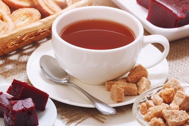 Brown tea with cherry jam and cane sugar Premium Photo