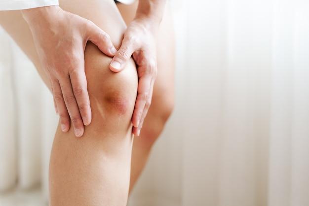 Bruised knee of asia woman, selective focus Premium Photo