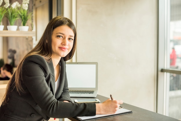 Brunette businesswoman posing Free Photo