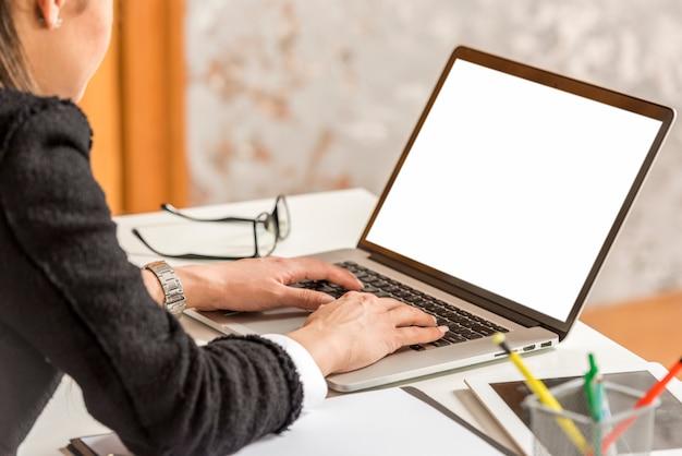 Brunette businesswoman writing on laptop Free Photo