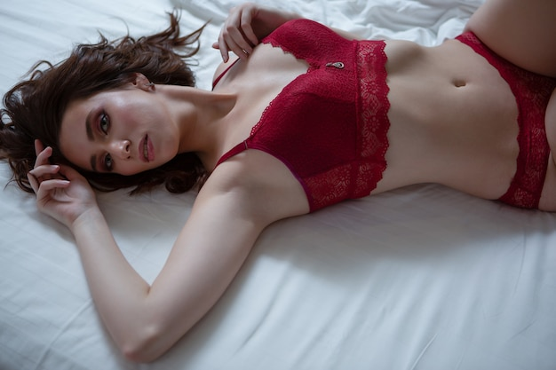 В кружевном белье лежа массажер картинка