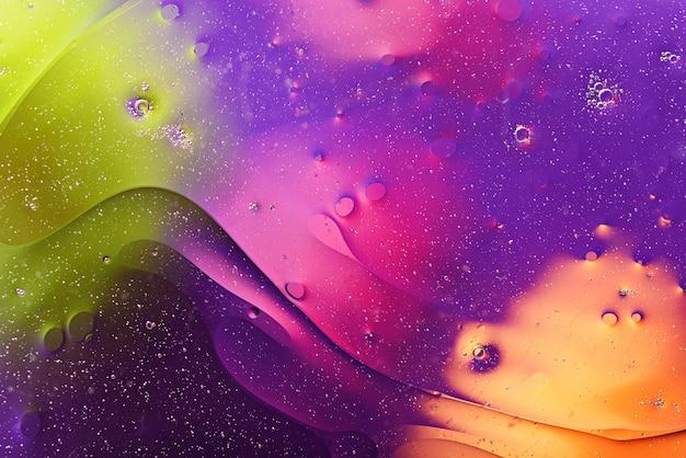 거품, 물 표면에 얼룩, 다채로운 질감 프리미엄 사진