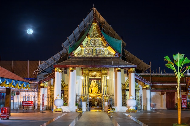 Buddha statue at wat phra si rattana mahathat is a buddhist temple in phitsanulok, thailand. Premium Photo