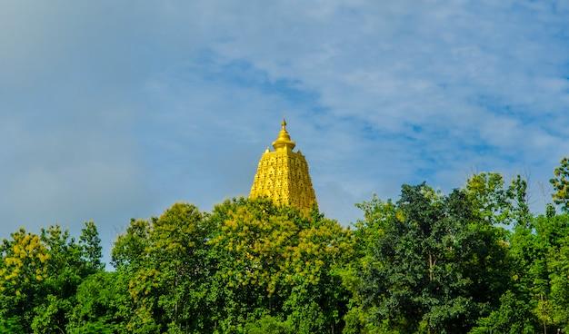 Buddhist sanctuary, sangklaburi, thailand. Premium Photo