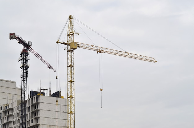 Building under construction with crane Premium Photo