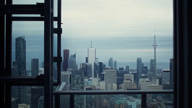 건물과 고층 타워 무료 사진