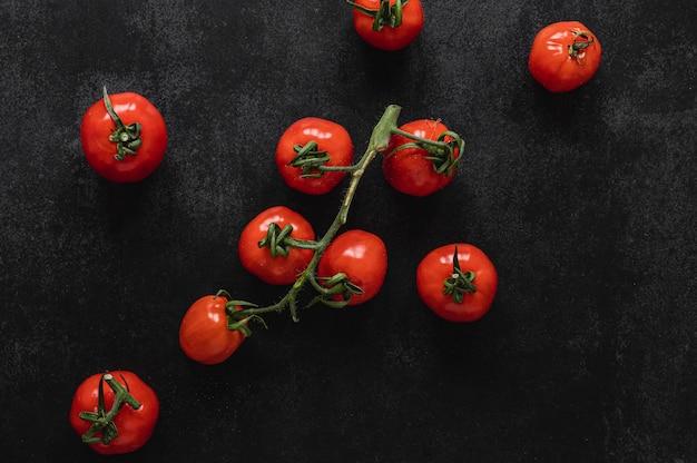 Букет из помидоров сверху Premium Фотографии