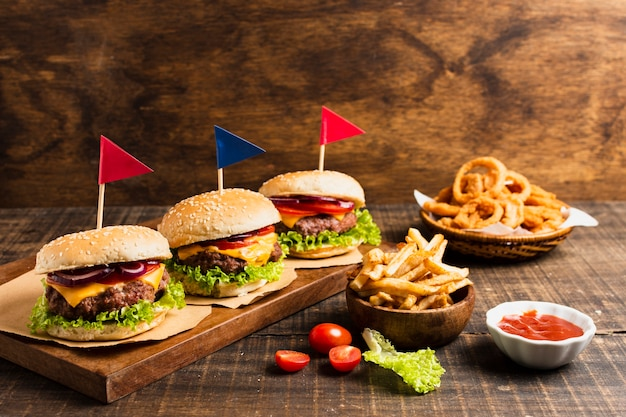 Burgers with colored flags and onion rings Free Photo