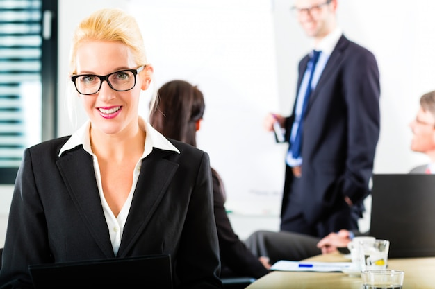 Business, businesspeople have team meeting Premium Photo