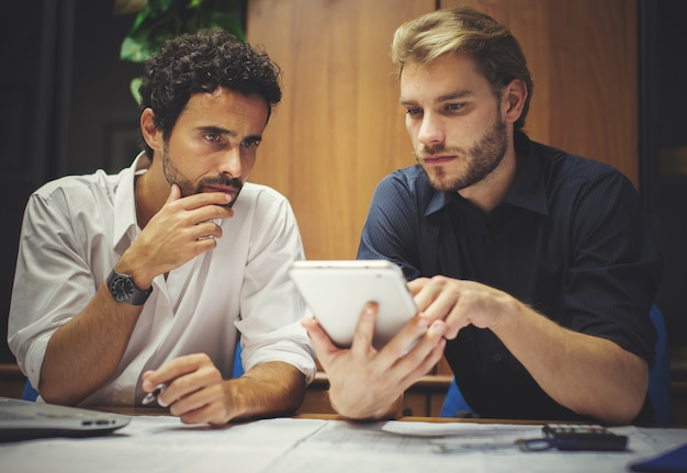 Business colleagues using a tablet in their office Premium Photo