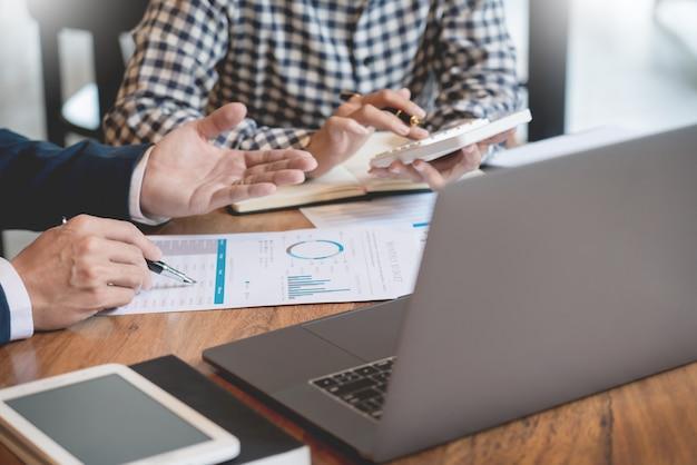Business creative coworkers estadísticas digitales