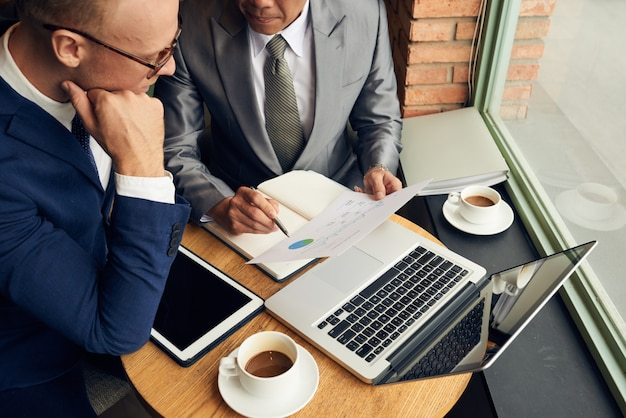 Business discussion Free Photo